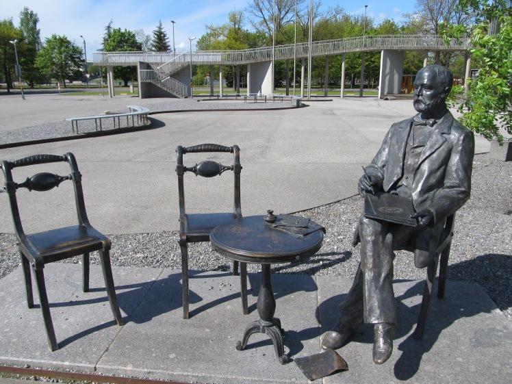 Statue des baltendeutschen Goldschmieds und Juweliers Gustav Fabergé, der in Pärnu geboren wurde. Diese Statue steht erst seit Januar dieses Jahres.