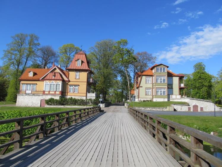 Zwei tolle Häuser hinter dem Burgareal